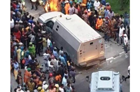 Policemen run for their lives as robbers attack bullion van